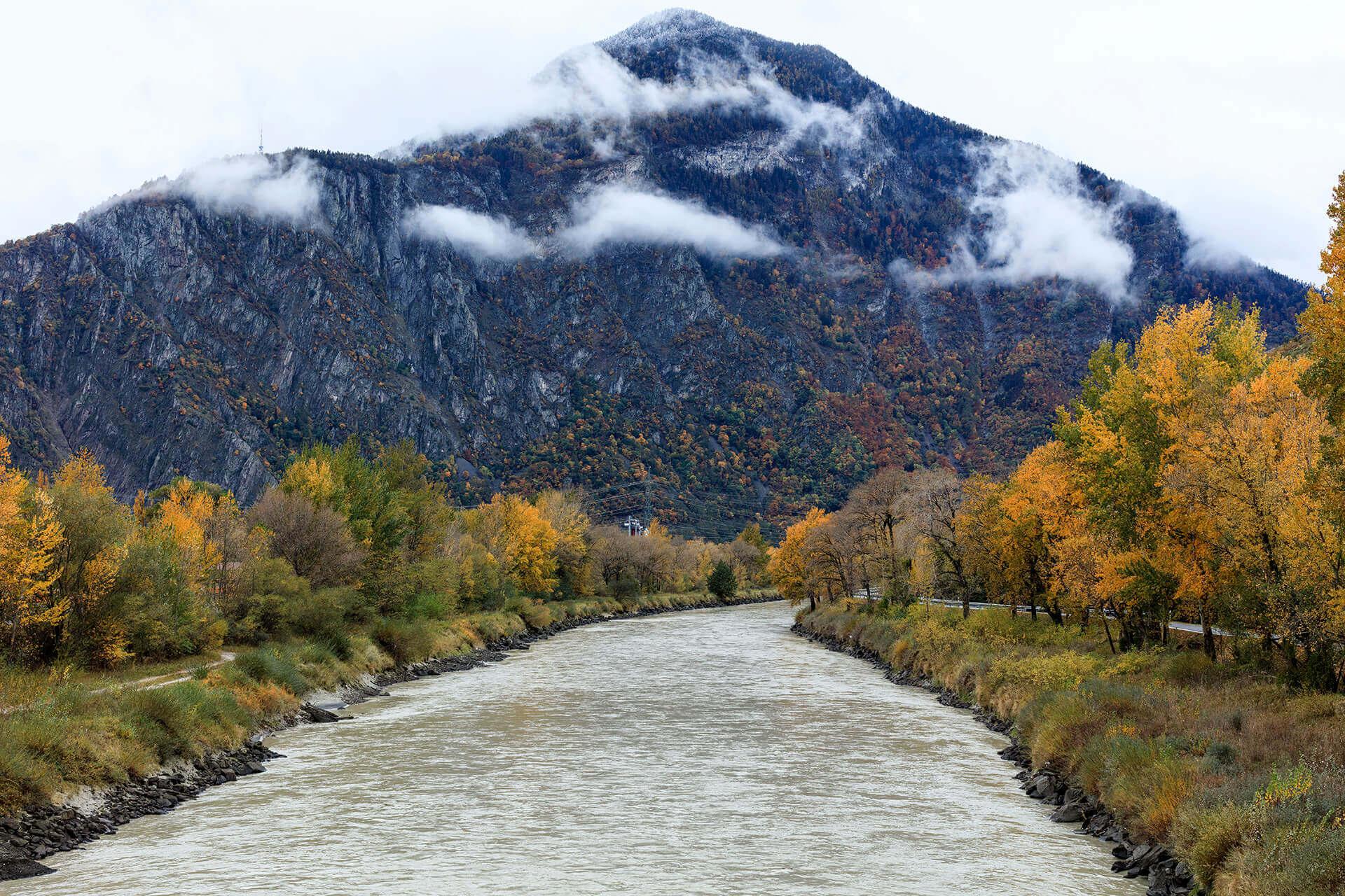 Le fleuve Rhône, Km 127 Canton du Valais, Coude de Martigny