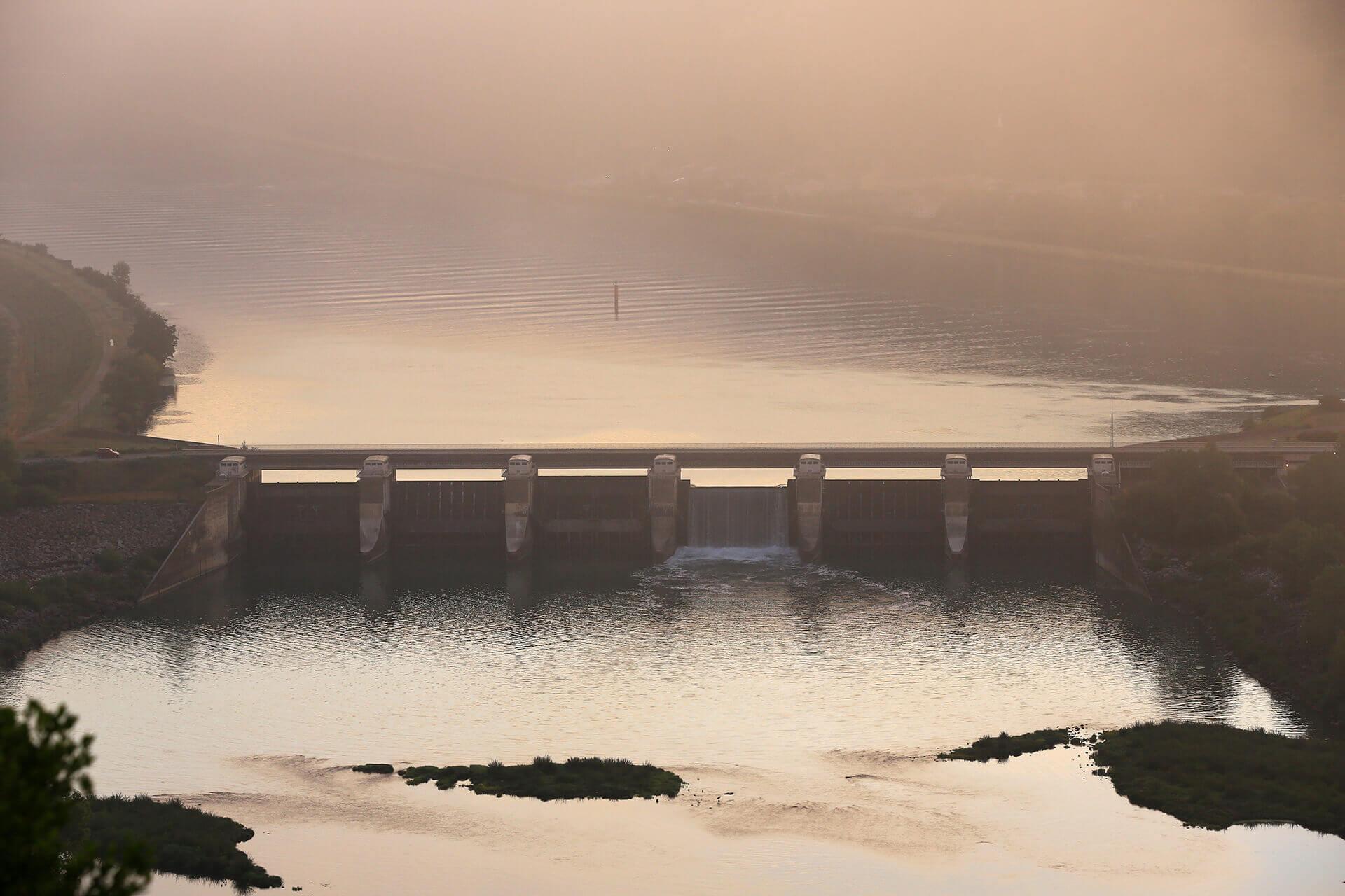 Le fleuve Rhône, Km 526 Ardèche, Arras-sur-Rhône, barrage de retenue
